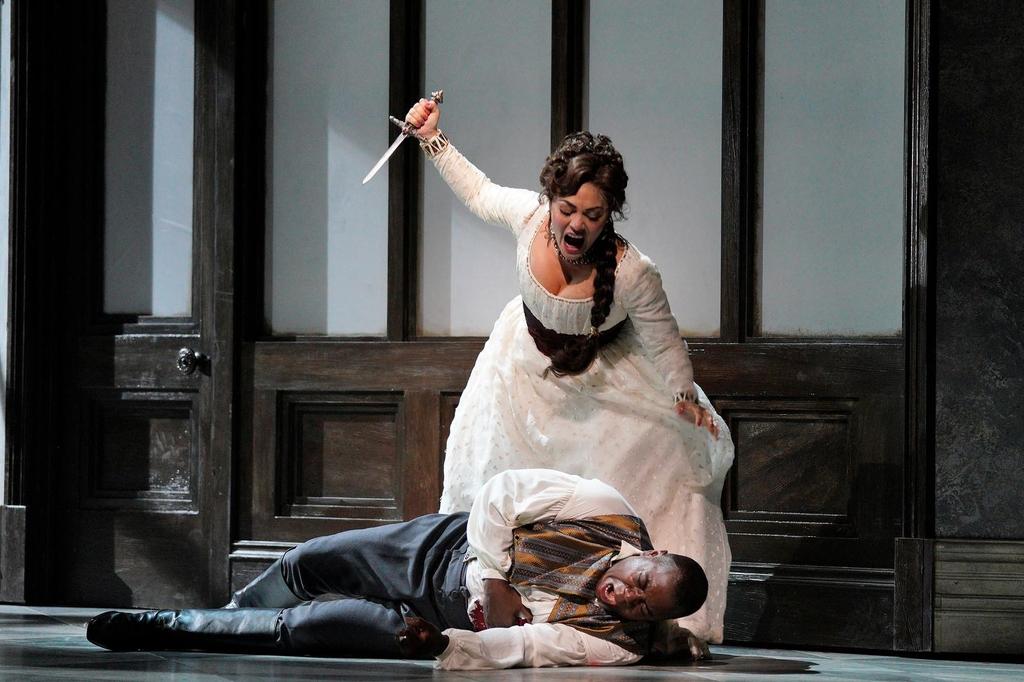 오페라 '토스카'에서 토스카가 악역 스카르피아를 살해하는 장면. [샌프란시스코오페라 제공=연합뉴스]