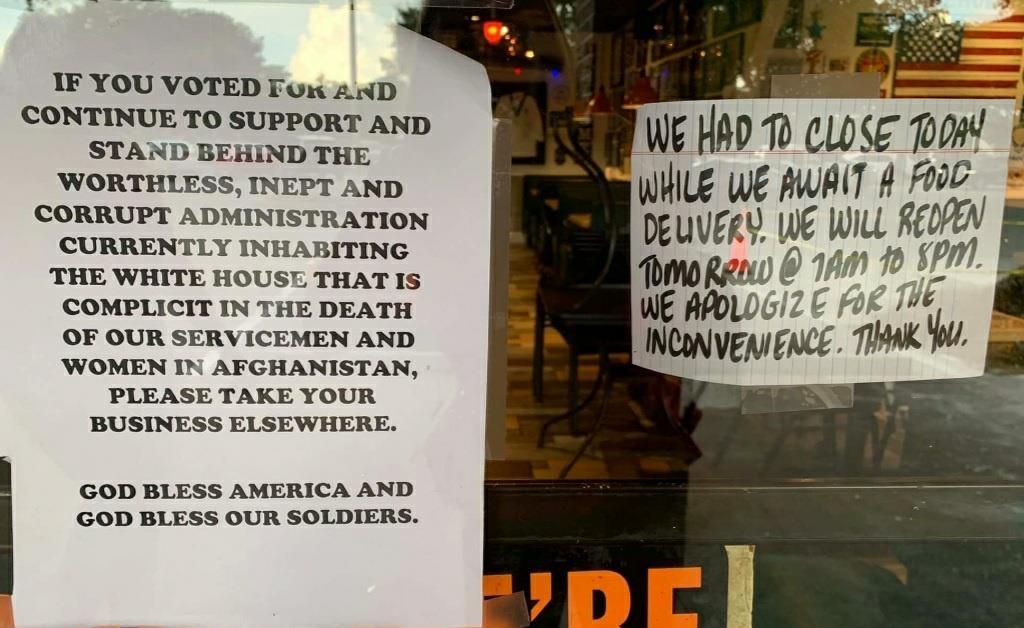 미국 식당의 공고문