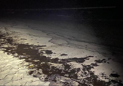 미국 캘리포니아 해상에서 발생한 기름 유출 사고로 바다 위가 기름으로 뒤덮여 있다. [출처=오렌지카운티 카트리나 폴리 감독관의 트위터. 재배부 및 DB 금지]