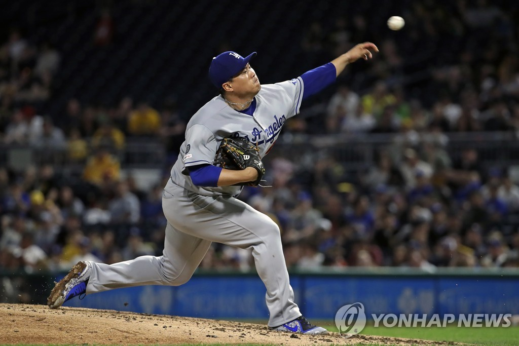 In this Associated Press photo, Ryu Hyun-jin of the Los Angeles Dodgers delivers a pitch against the Pittsburgh Pirates in the bottom of the sixth inning of a Major League Baseball regular season game at PNC Park in Pittsburgh on May 25, 2019. (Yonhap)