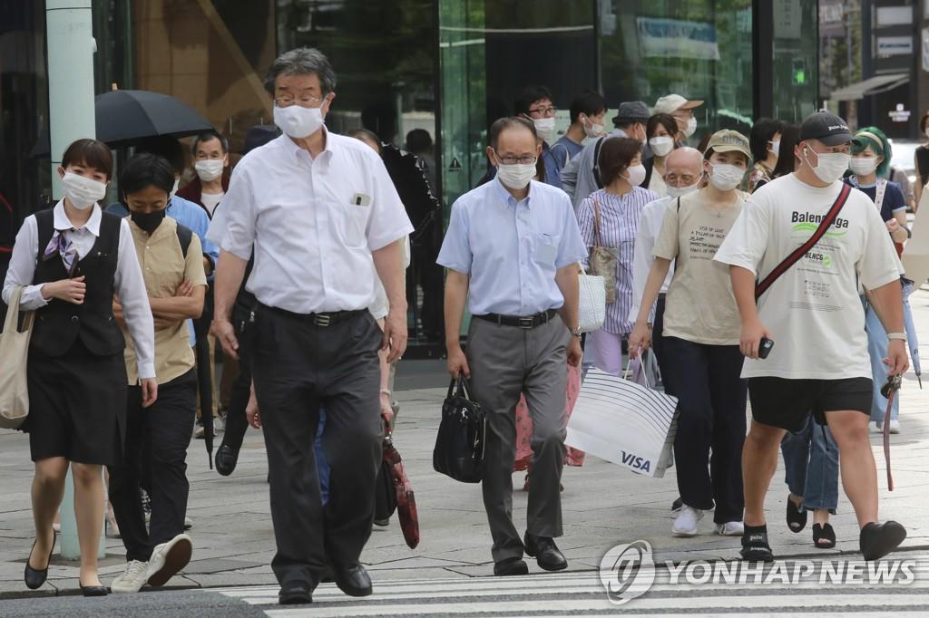 팬데믹에 지친 시민들[AP=연합뉴스 자료사진]