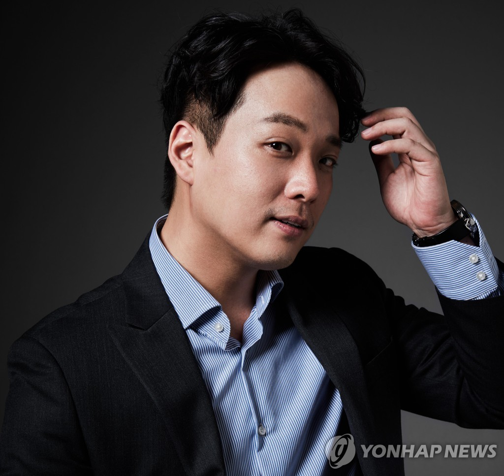 This photo provided by Arts & Artists shows baritone Kim Joo-taek. (PHOTO NOT FOR SALE) (Yonhap)