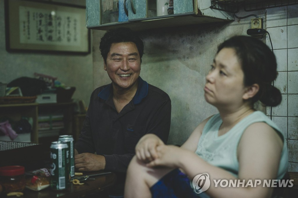 "This photo provided by CJ Entertainment shows a scene from Bong Joon-ho's Cannes-winning film ""Parasite."" (PHOTO NOT FOR SALE) (Yonhap)"