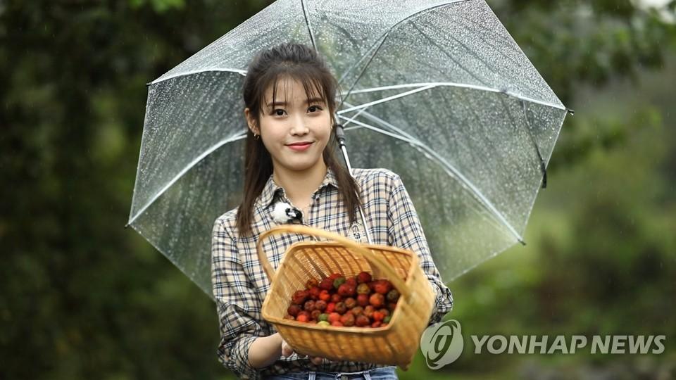 가수 겸 배우 아이유