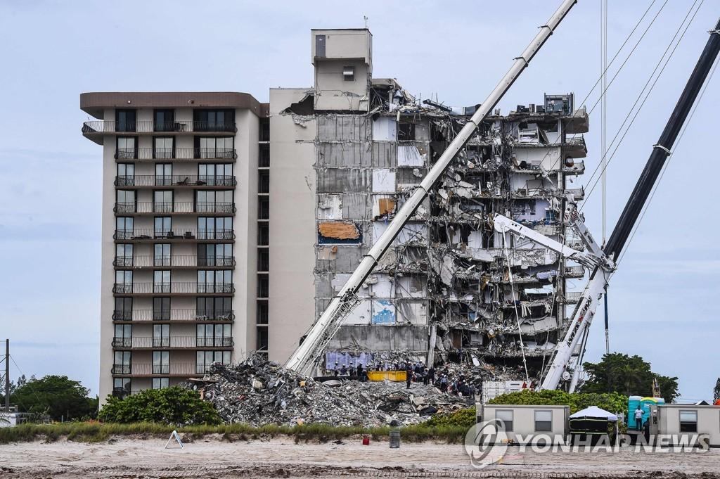 미국 플로리다 아파트 붕괴사고 현장 [AFP=연합뉴스]