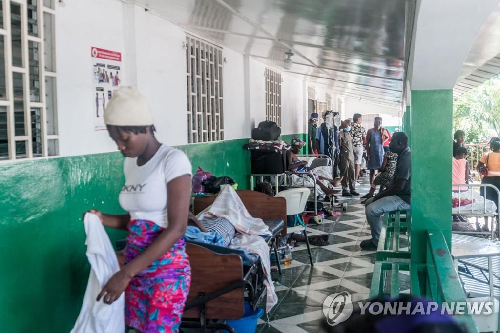강진 부상자들이 몰려든 아이티 레카이의 병원
