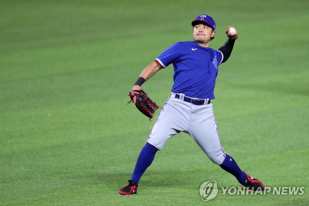 In this file photo from July 9, 2020, Choo Shin-soo of the Texas Rangers prepares to throw the ball during an intrasquad game at Globe Life Field in Arlington, Texas. (Yonhap)
