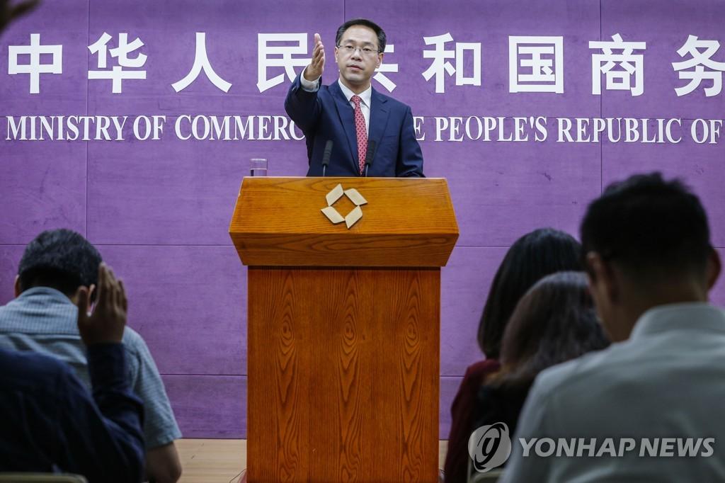 2019년 8월 1일 가오펑(高峰) 중국 상무부 대변인이 정례 브리핑을 하고 있다. [신화=연합뉴스자료사진]