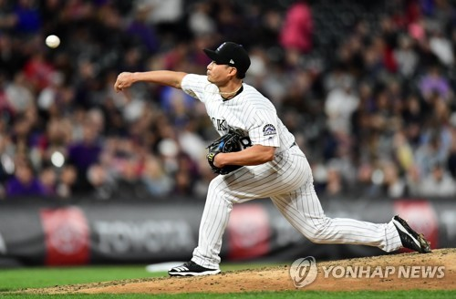 Rockies' Oh Seung-hwan earns 1st win of season in relief
