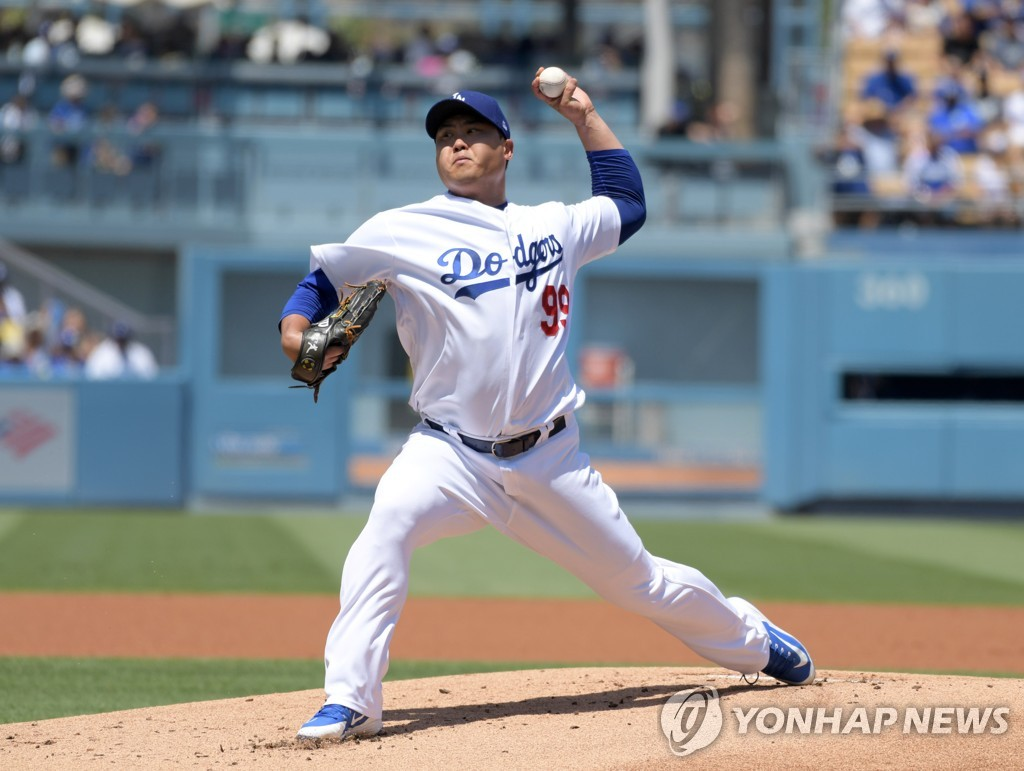 In this Reuters photo via USA Today Sports, Ryu Hyun-jin of the Los Angeles Dodgers pitches against the Arizona Diamondbacks in the top of the first inning of a Major League Baseball regular season game at Dodger Stadium in Los Angeles on Aug. 11, 2019. (Yonhap)