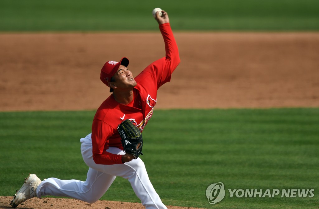 This file photo by USA Today Sports via Reuters from March 5, 2020, shows Kim Kwang-hyun of the St. Louis Cardinals pitching against the New York Mets in a spring training game at Roger Dean Chevrolet Stadium in Jupiter, Florida. (Yonhap)