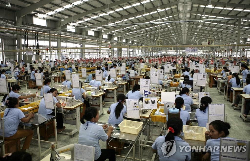 OEM으로 나이키 신발 생산하는 태광실업 베트남 공장[연합뉴스 자료 사진]