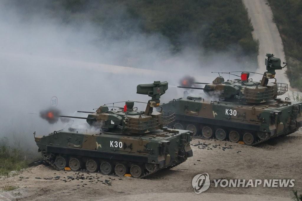 사격하는 K-30 비호