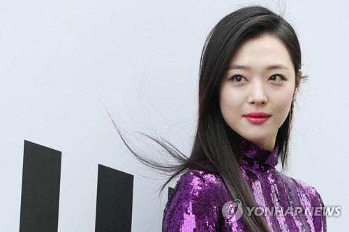 (LEAD) K-pop star Sulli found dead: police