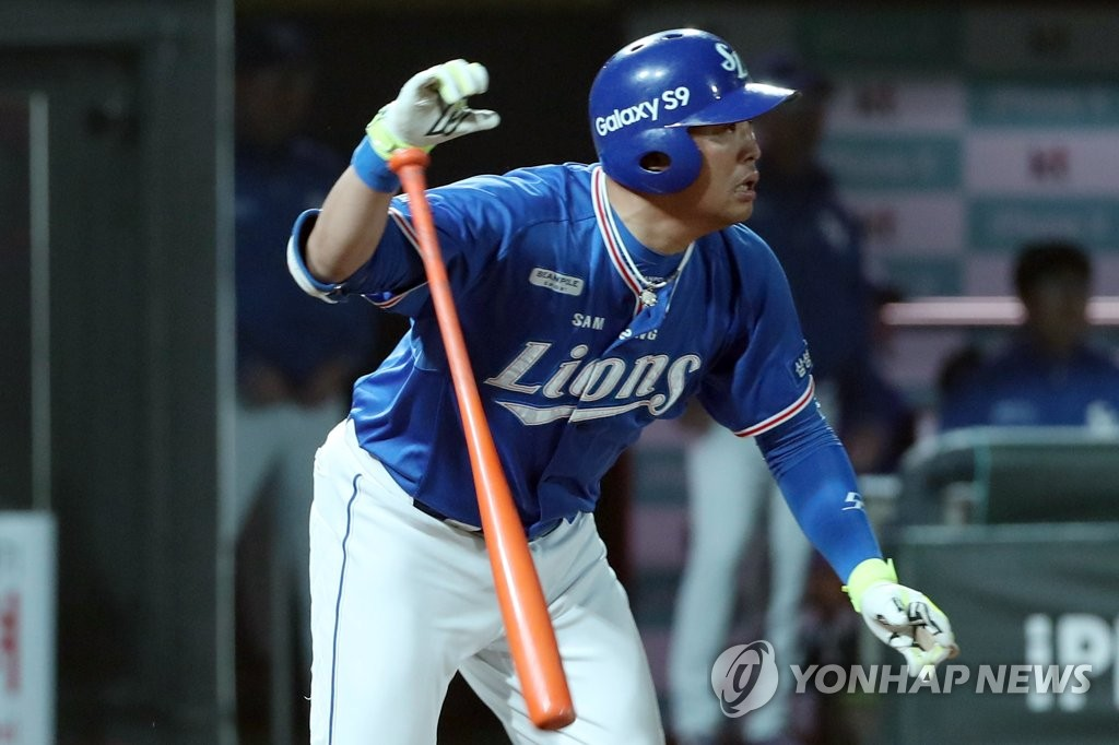 In this file photo from May 10, 2018, Park Han-yi of the Samsung Lions watches his base hit against the KT Wiz in the top of the seventh inning of a Korea Baseball Organization regular season game at KT Wiz Park in Suwon, 45 kilometers south of Seoul. (Yonhap)