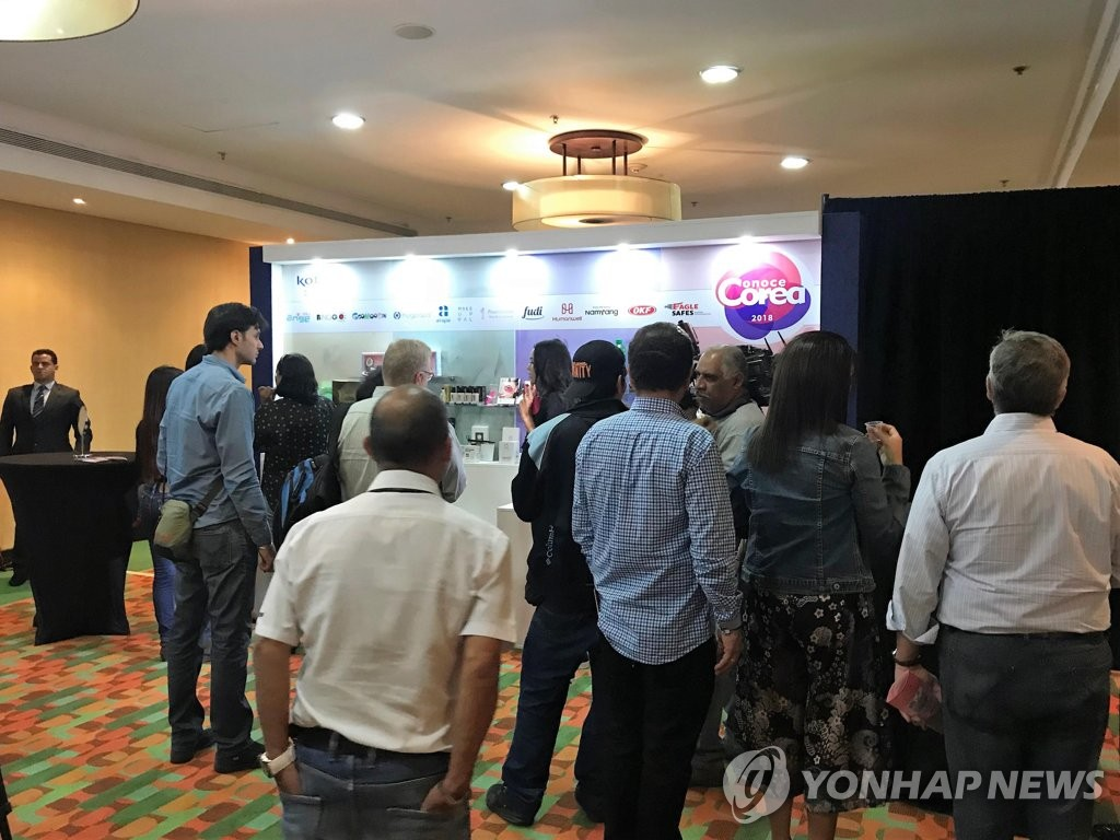 Venezuelans attend Conoce Corea 2018, an exhibit of South Korean consumer products, in Caracas on Oct. 4, 2018, in this photo provided by the event's host KOTRA. (Yonhap)