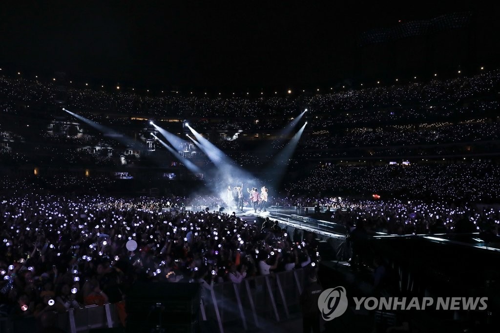 This photo, provided by Big Hit Entertainment, shows a BTS performance at New York City's Citi Field Stadium in October 2018. (Yonhap)