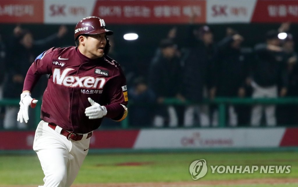 In this file photo from Nov. 2, 2018, Kim Min-sung, then of the Nexen Heroes, heads to first base after hitting a double against the SK Wyverns in the top of the 10th inning of Game 5 of their Korea Baseball Organization playoff series at SK Happy Dream Park in Incheon, 40 kilometers west of Seoul. (Yonhap)