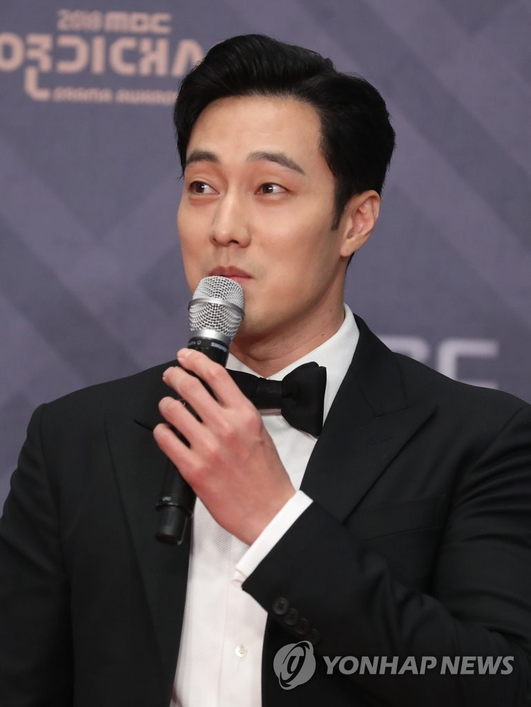 So Ji-sub speaks during a red-carpet event ahead of the 2018 MBC Drama Awards on Dec. 30, 2018. (Yonhap)