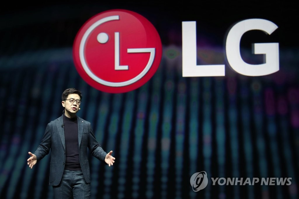 Park Il-pyung, the chief technology officer of LG Electronics Inc., delivers a keynote speech at the opening of the Consumer Electronics Show in Las Vegas on Jan. 7, 2019. (Yonhap)