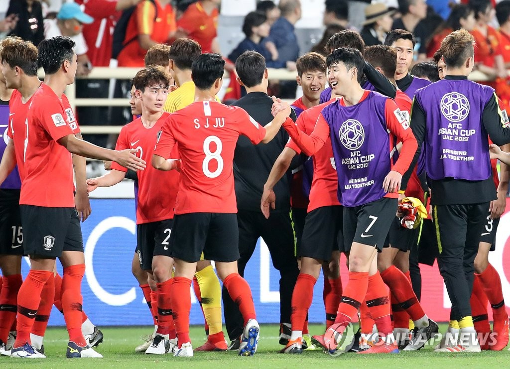 South Korean players celebrate their 2-0 victory over China in Group C action at the Asian Football Confederation (AFC) Asian Cup at Al Nahyan Stadium in Abu Dhabi on Jan. 16, 2019. (Yonhap)