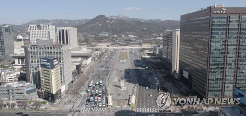 This photo, provided by the Seoul Metropolitan Government, shows Gwanghwamun Square in central Seoul. (PHOTO NOT FOR SALE)(Yonhap)
