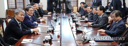 Presidential aides discuss implementing summit agreements