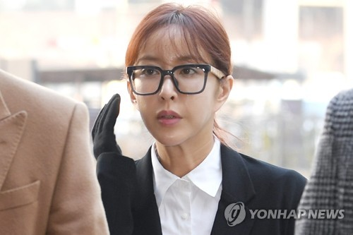 (LEAD) Shoo of S.E.S. gets suspended prison term for gambling