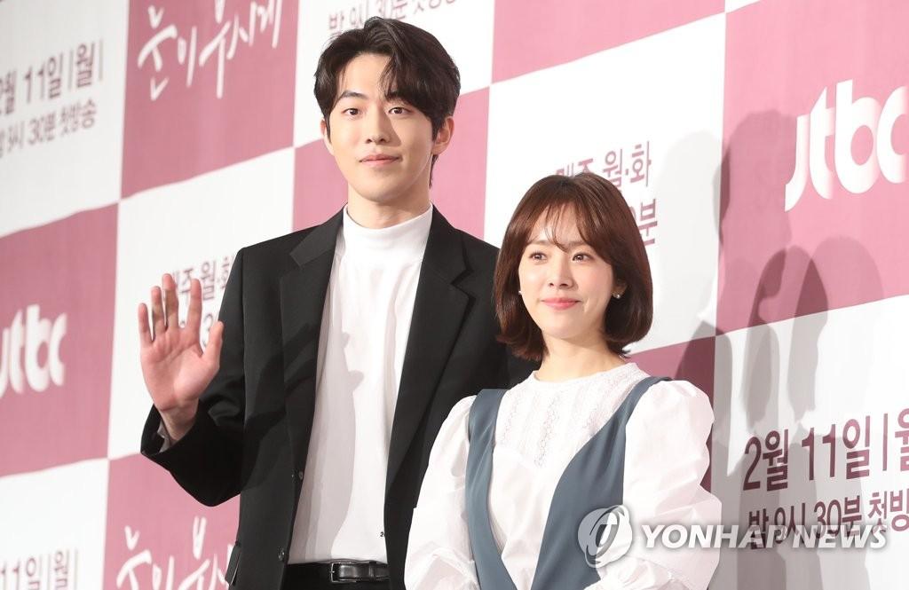 الممثل نام جو هيوك والممثلة هان جي مين وكالة يونهاب للانباء