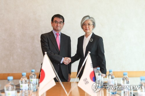 FMs of S. Korea, Japan hold meeting