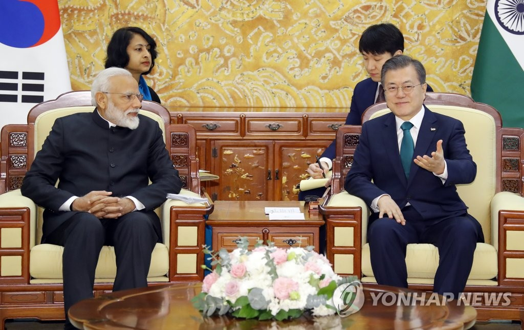South Korean President Moon Jae-in (R) and Indian Prime Minister Narendra Modi hold a one-on-one summit at the presidential office Cheong Wa Dae in Seoul on Feb. 22, 2019. (Yonhap)