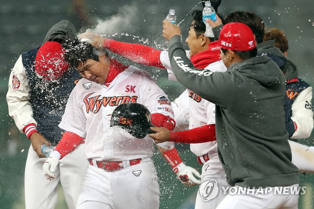 In this file photo from March 27, 2019, Choi Jeong of the SK Wyverns (C) is congratulated by his teammates after a walk-off RBI double against the LG Twins in the bottom of the 11th inning of a Korea Baseball Organization regular season game at SK Happy Dream Park in Incheon, 40 kilometers west of Seoul. (Yonhap)