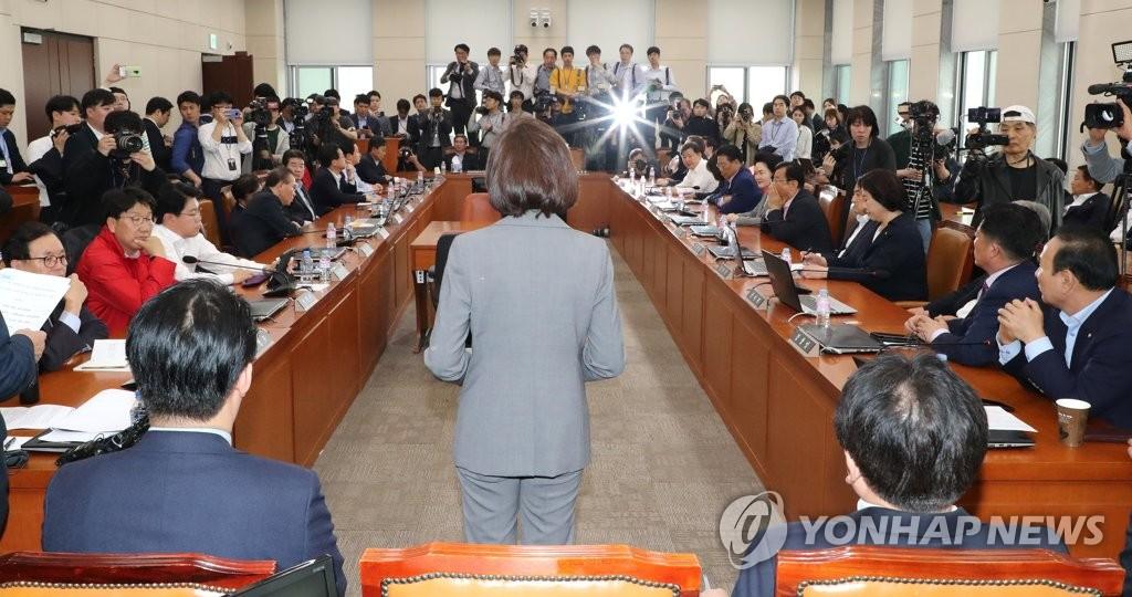 행안위 회의실서 긴급의총 소집한 자유한국당