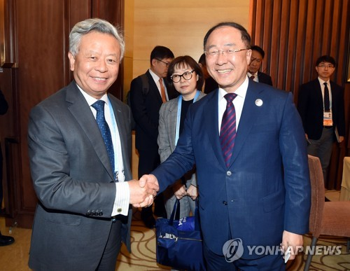 Finance minister meets AIIB chief