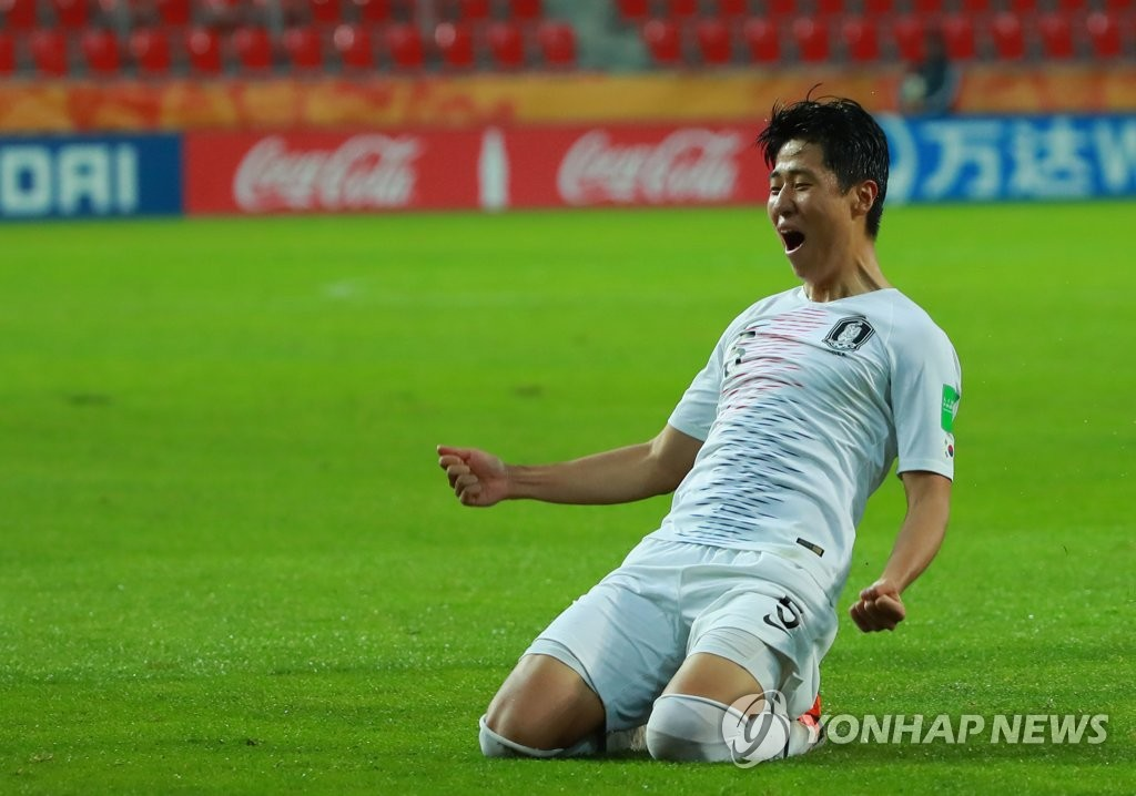 Kim Hyun-woo of South Korea celebrates his goal against South Africa in the teams' Group F match at the FIFA U-20 World Cup at Tychy Stadium in Tychy, Poland, on May 28, 2019. (Yonhap)
