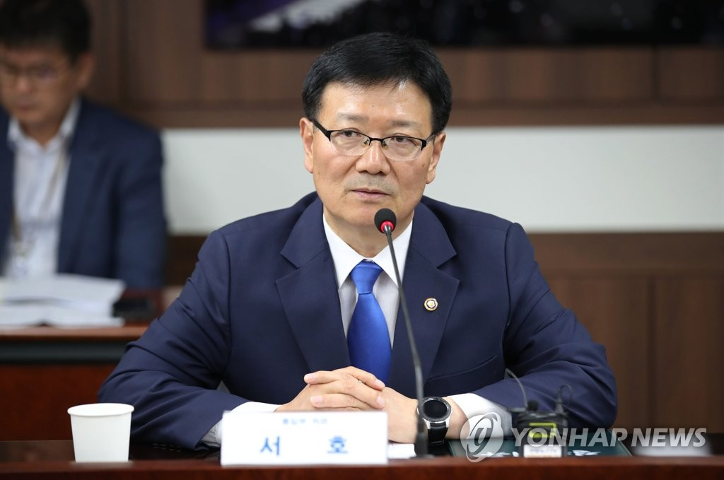 (LEAD) New vice unification minister visits inter-Korean liaison office for 1st time - 1