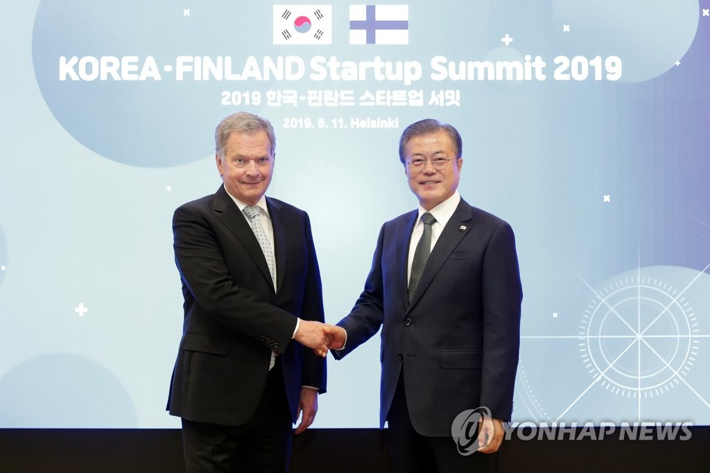 This file photo shows South Korean President Moon Jae-in (R) and his Finnish counterpart, Sauli Niinisto, shaking hands during a meeting in Helsinki on June 11, 2019. (Yonhap)