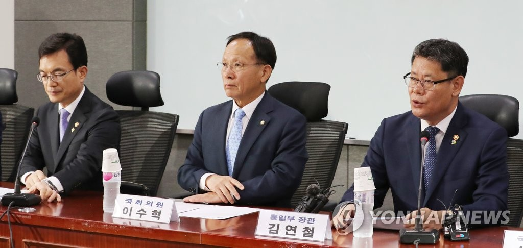 Unification Minister Kim Yeon-chul (R) speaks at a consultative meeting between the ruling party and the government held at the National Assembly in Seoul on June 12, 2019. (Yonhap)
