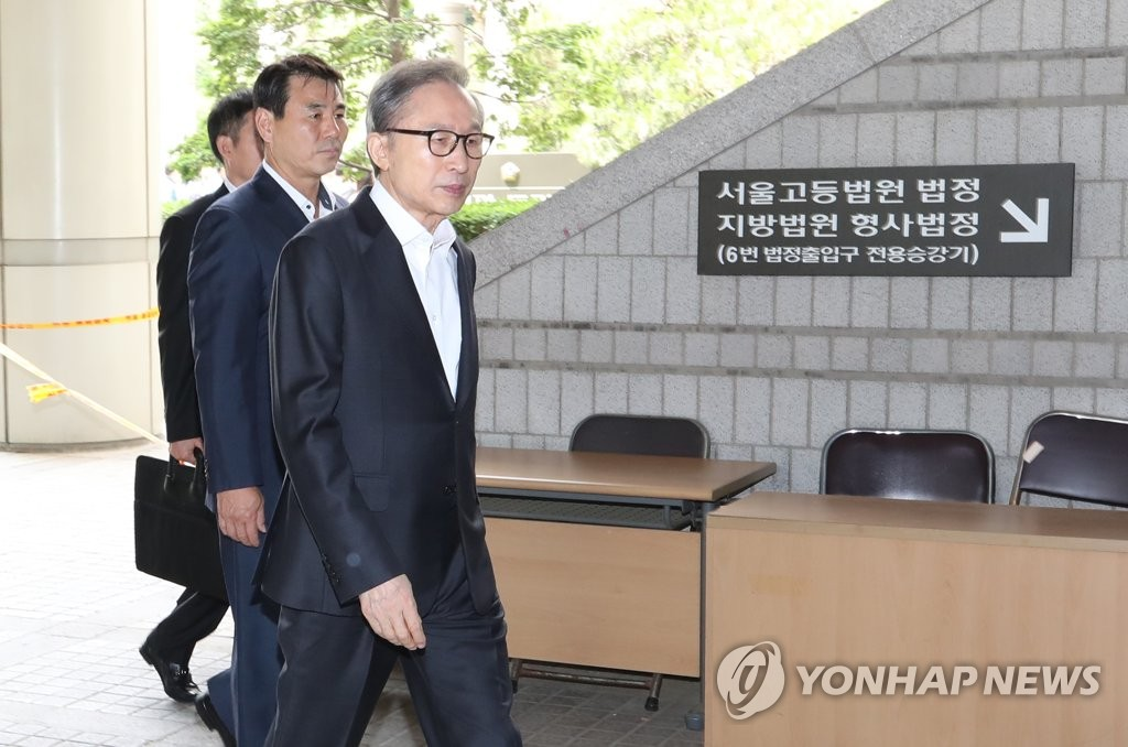 Ex-President Lee at court