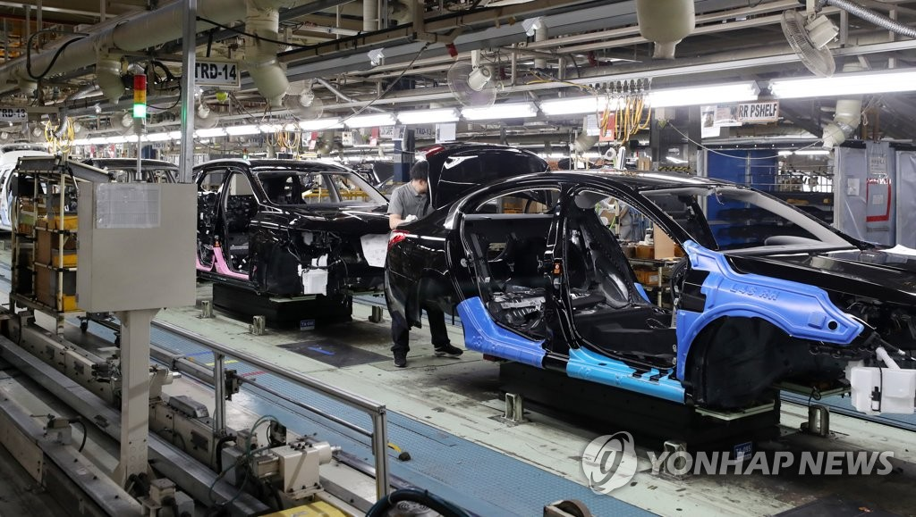This photo taken on June 12, 2019 shows an assembly line of Renault Samsung's plant in Busan. (Yonhap)