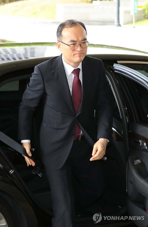 Moon to name new top prosecutor