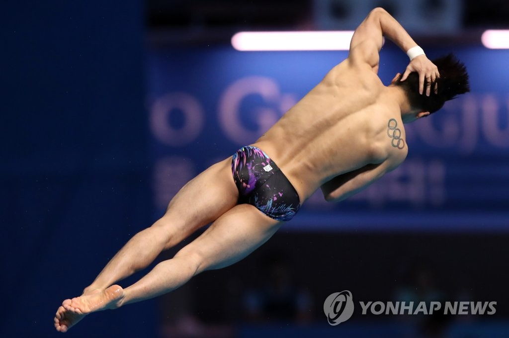 South Korean diver Woo Ha-ram competes in the final of the men's 10m platform at the FINA World Championships at Nambu University Municipal Aquatics Center in Gwangju, 330 kilometers south of Seoul, on July 20, 2019. (Yonhap)
