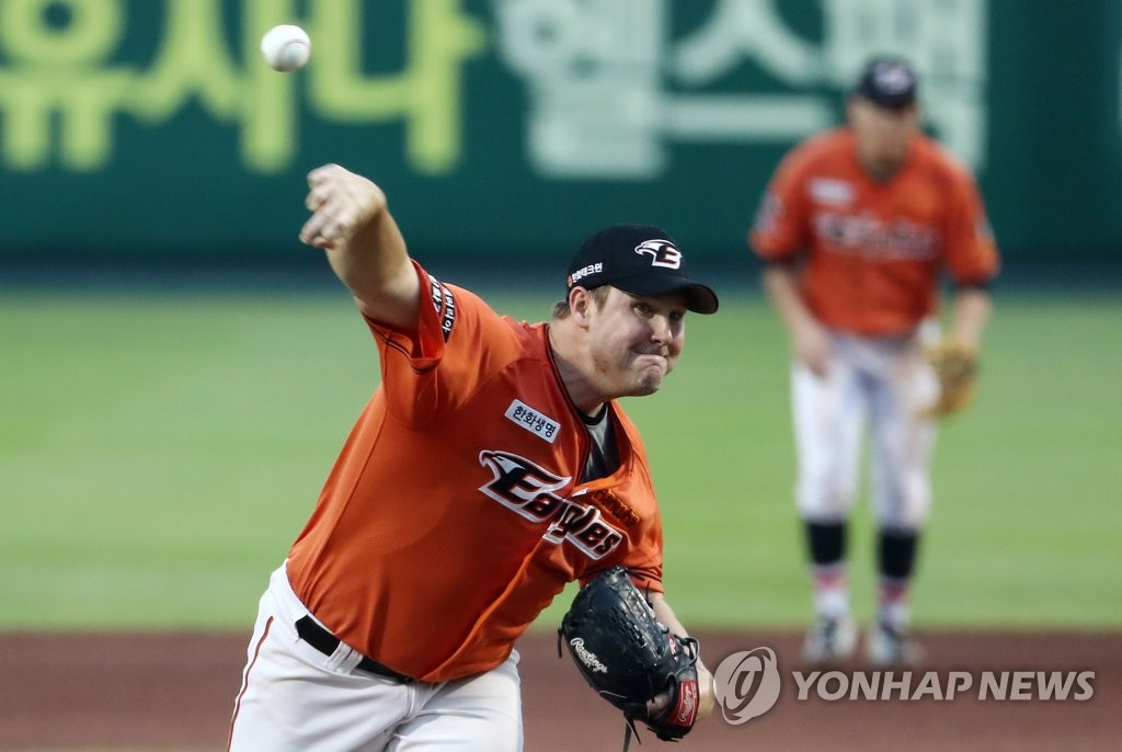 In this file photo from Aug. 4, 2019, Warwick Saupold of the Hanwha Eagles throws a pitch against the SK Wyverns in the top of the seventh inning of a Korea Baseball Organization regular season game at Hanwha Life Eagles Park in Daejeon, 160 kilometers south of Seoul. (Yonhap)