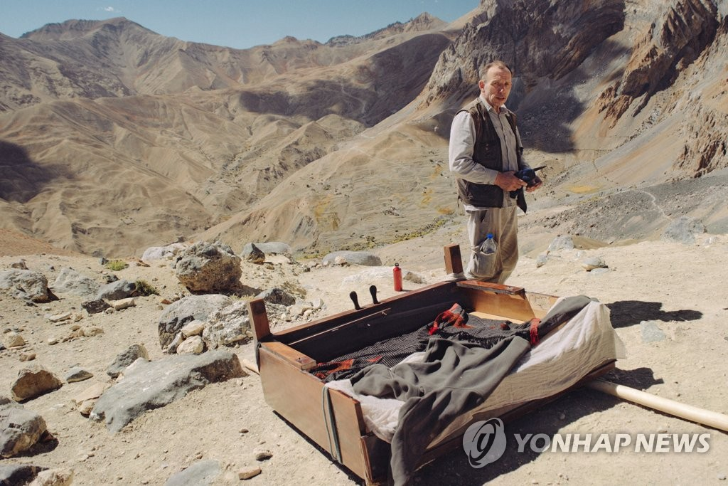 "This image provided by the Ulju Mountain Film Festival, shows a scene from Michal Sulima's ""Piano to Zanskar,"" the opening film of the festival, which runs from Sept. 6-10. (PHOTO NOT FOR SALE) (Yonhap)"