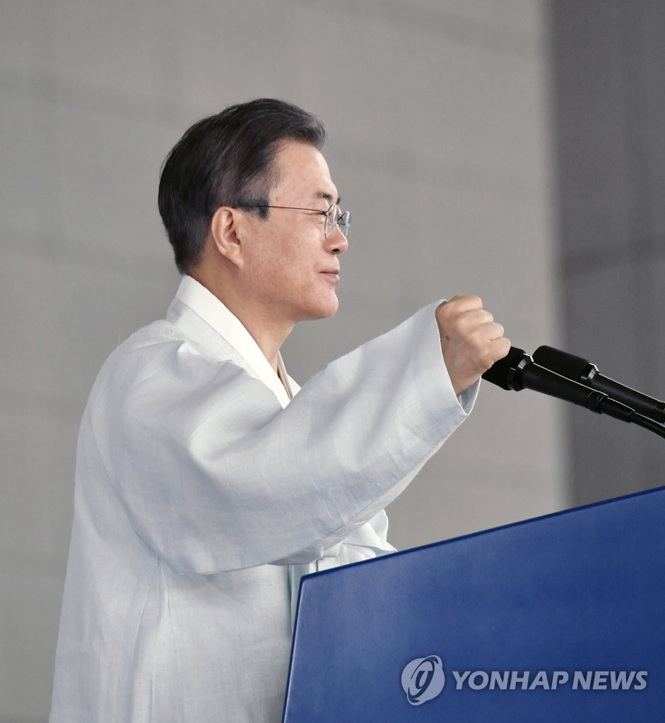"President Moon Jae-in pumps his fist, saying, ""We can do it!"" at the end of his Liberation Day speech at the Independence Hall of Korea in the central city of Cheonan on Aug. 15, 2019. (Yonhap)"