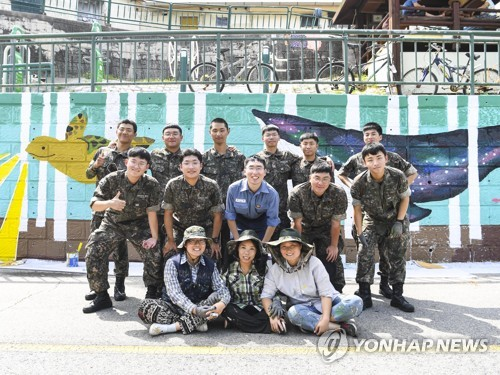 Sailors paint mural in Mokpo