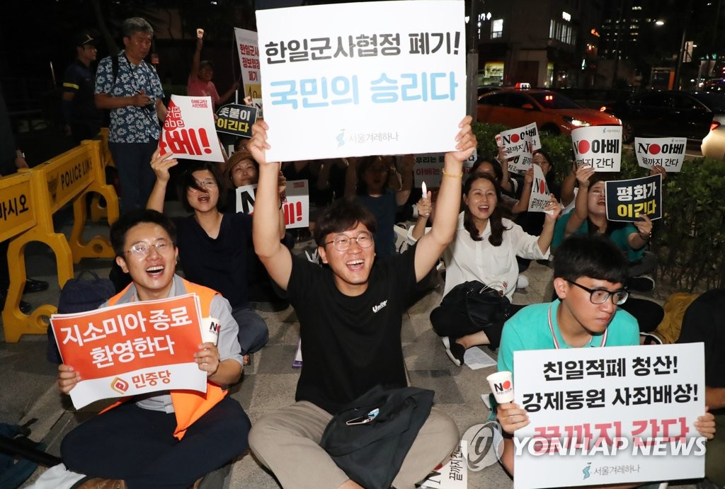 Protesters outside Japanese Embassy cheer GSOMIA scrapping