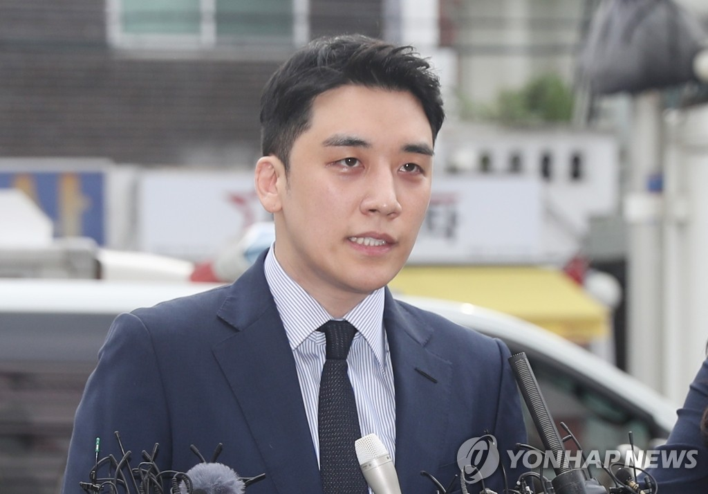 Seungri, a former member of boy band BIGBANG, speaks to reporters after arriving at a unit of the Seoul Metropolitan Police Agency in Seoul's Jungnang Ward on Aug. 28, 2019, to be questioned over allegations of gambling in a hotel casino in Las Vegas and securing gambling money in violation of the country's foreign currency transaction laws. (Yonhap)