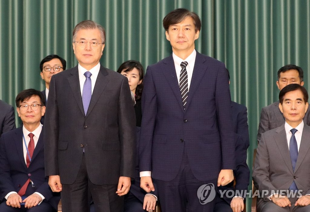 Justice Minister Cho Kuk (R) poses with President Moon Jae-in as he is being sworn in at Cheong Wa Dae in Seoul on Sept. 9, 2019. (Yonhap)