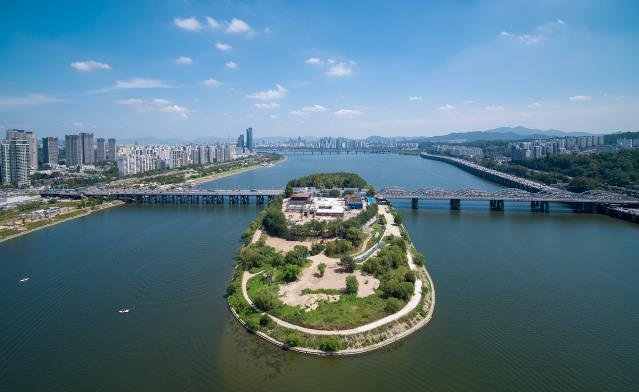 This photo provided by Seoul Metropoiltan Government, shows Nodeul Island that is set to officially open on Sept 28, 2019. (PHOTO NOT FOR SALE) (Yonhap)
